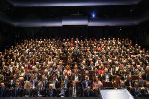 Bilde fra folkene i salen.