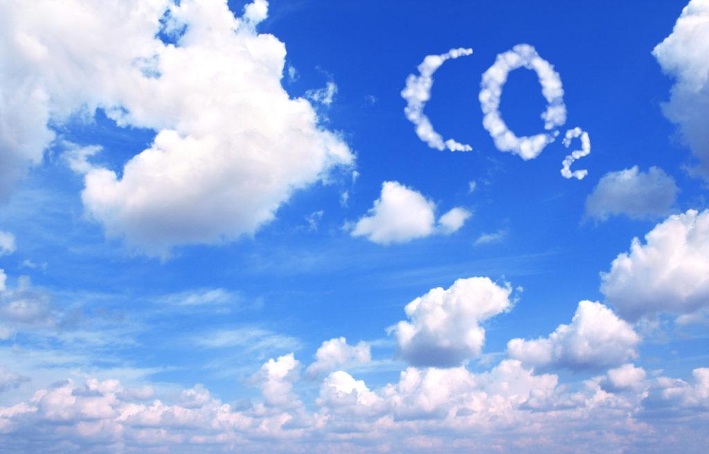 Himmel med CO2-symbol